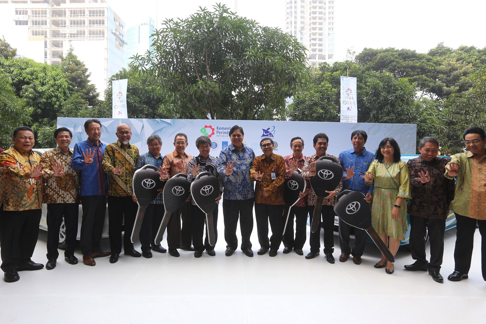 Toyota Supports Indonesian Ministry of Industry in Vehicle Electrification