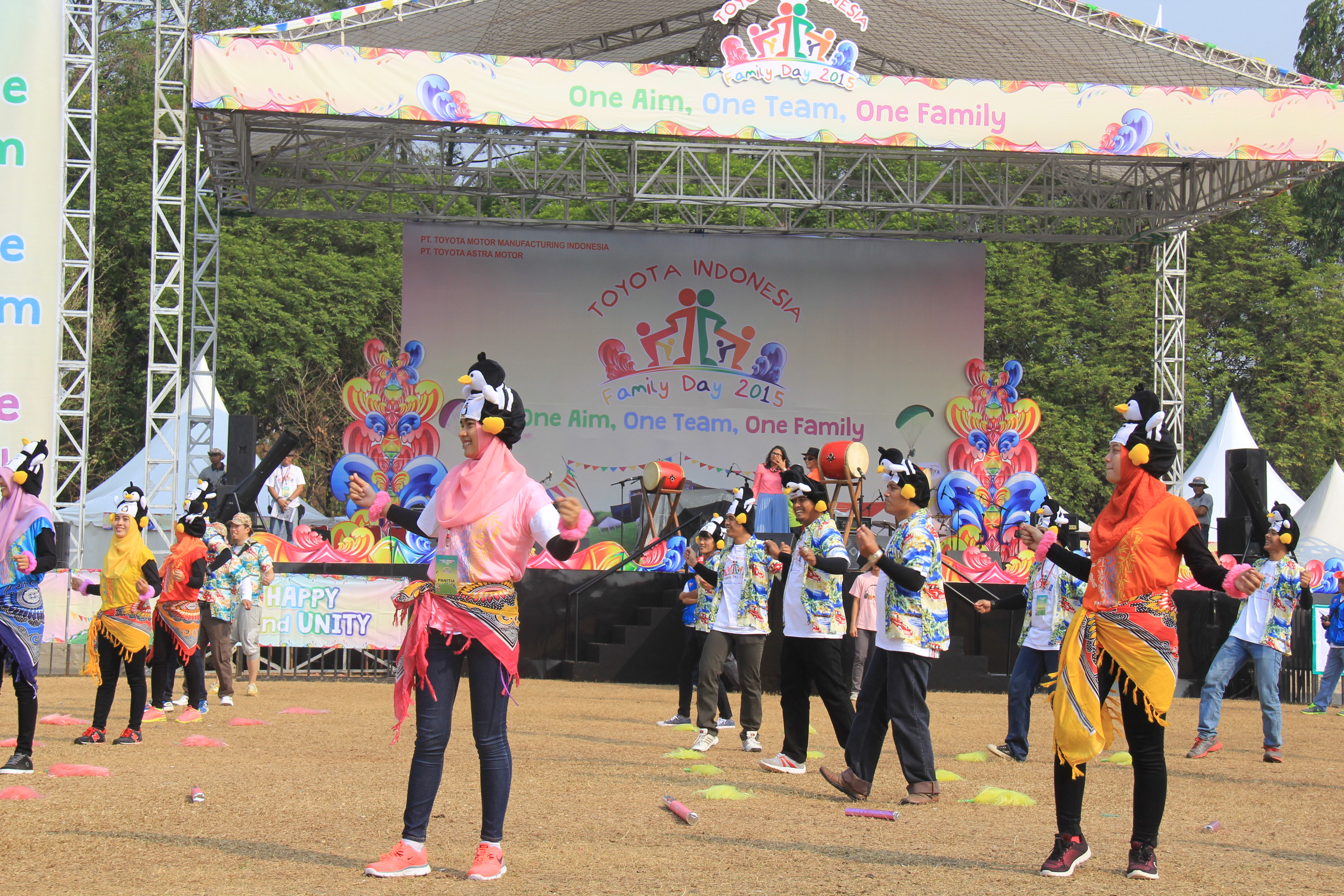 "Toyota Family Day 2015 ""One Aim, One Team, One Family"""
