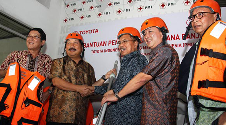 Philantrophy Activities - Flood Disaster Relieves cooperation with Indonesia Red Cross