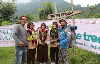 Employees of Toyota Indonesia Planting 1,600 Trees in Karawang